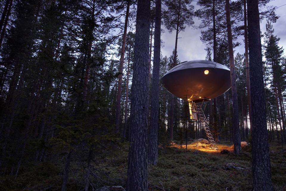 Treehouse Retreats - The Tree Hotel, UFO