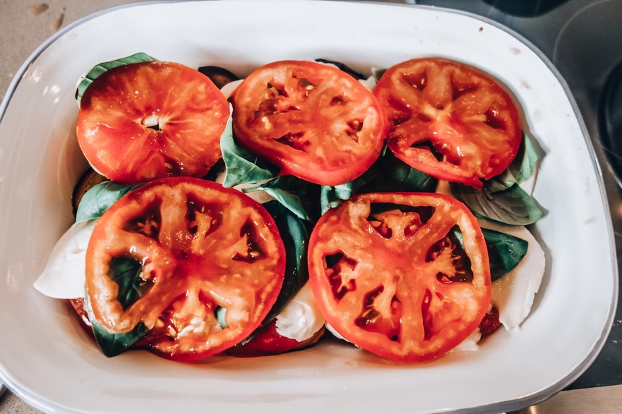 Sliced tomatoes, mozzarella