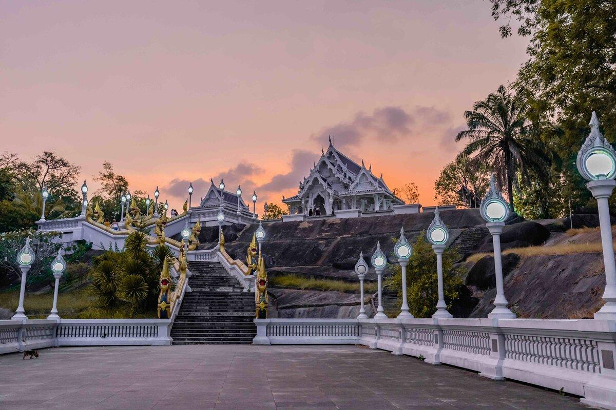 Wat Kaew Temple