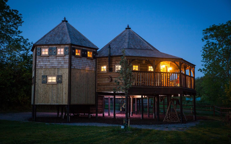 King Arthur's Willow Treehouse