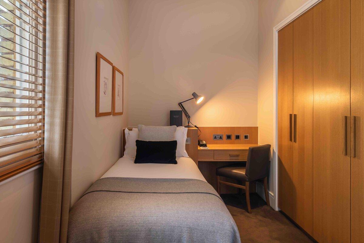 Resident Hotels Kensington Single Room