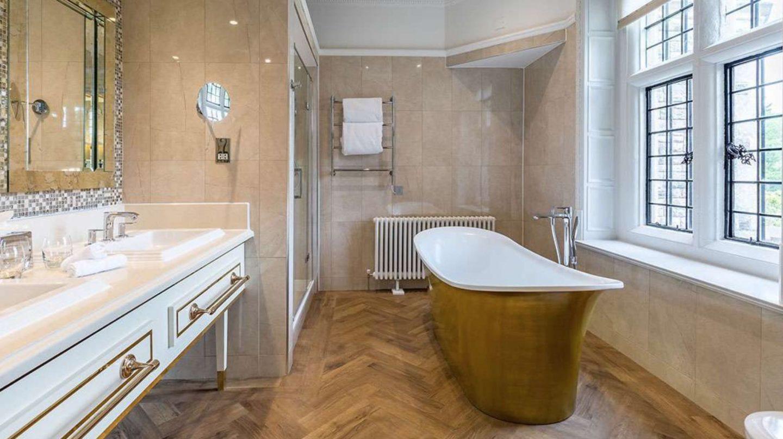 Rhinehouse Hotel Bath Tub
