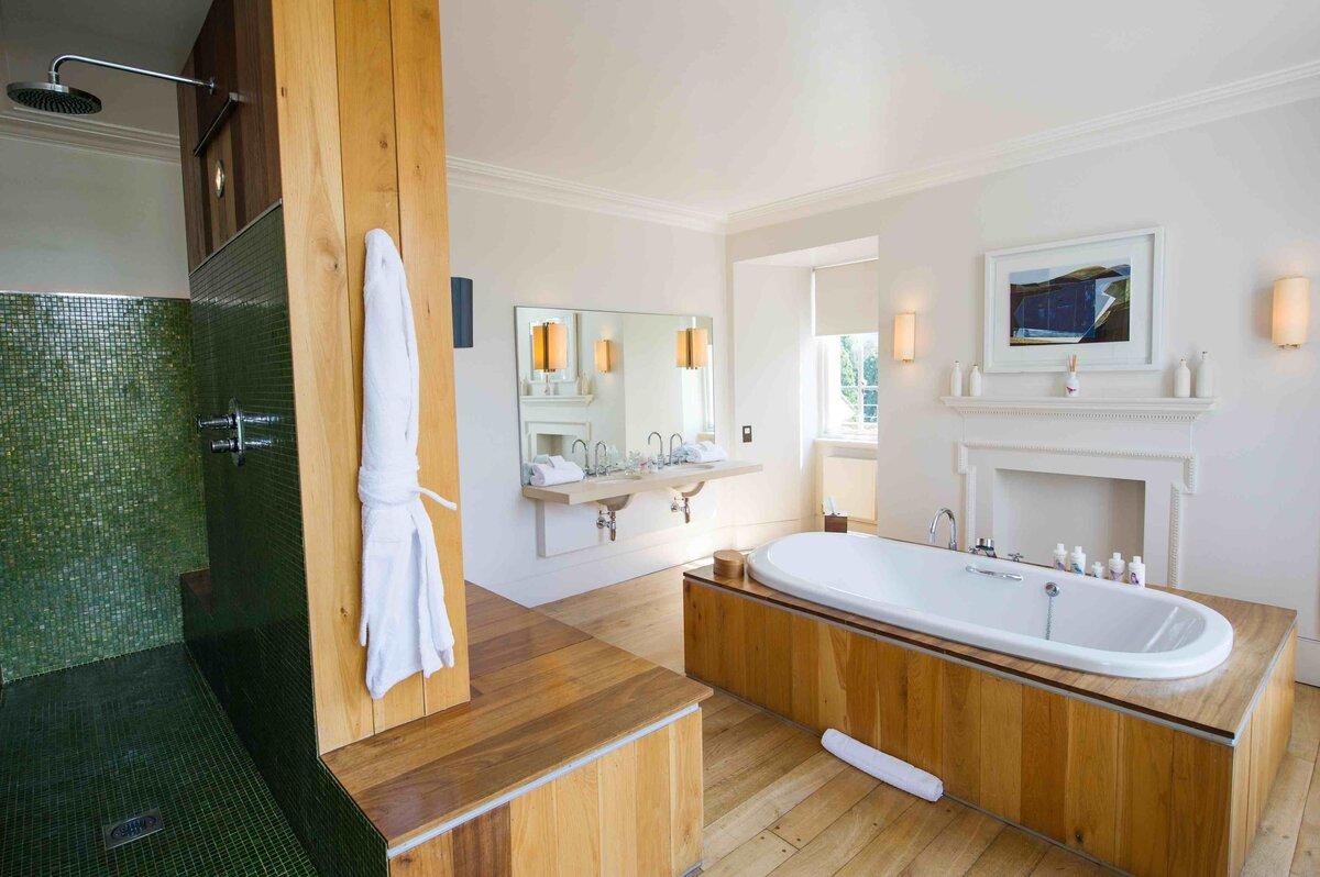 Cowley Manor_ Bathroom