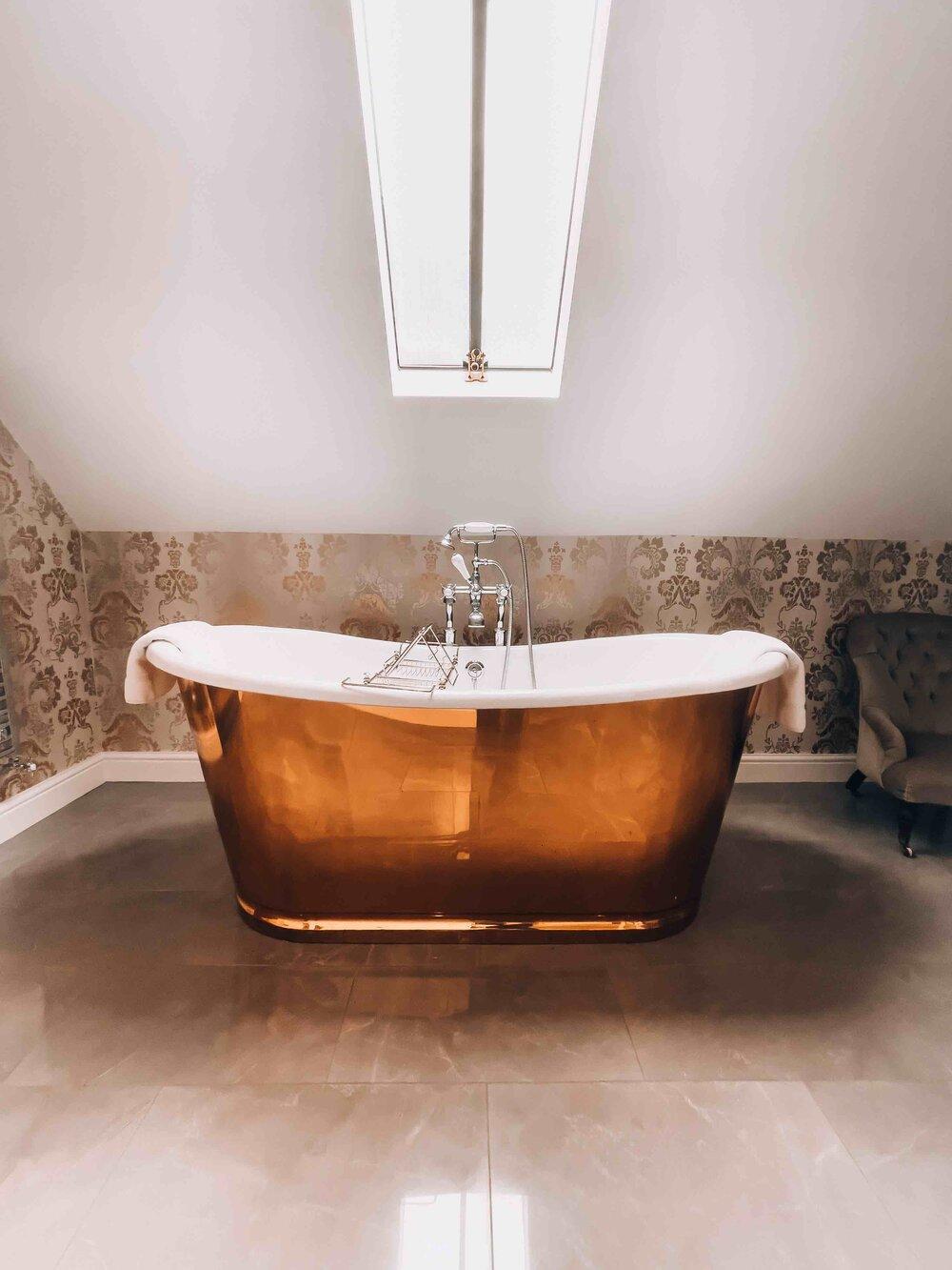 Paschoe House Bathtub