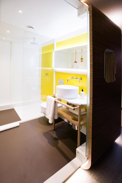 Qbic Hotel Bathroom