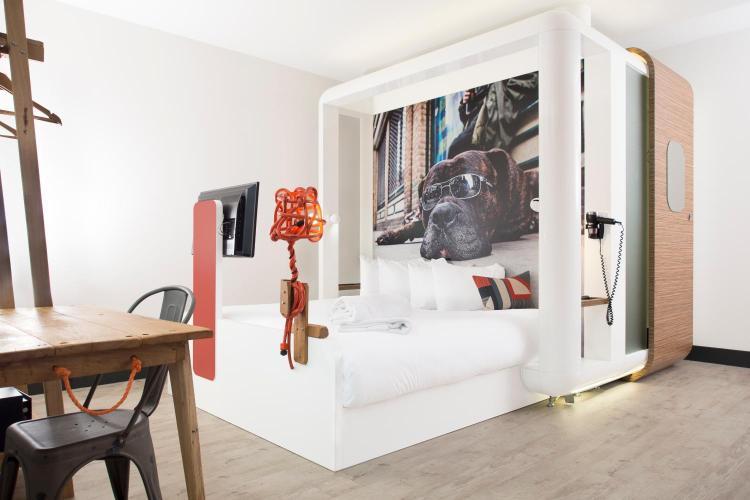 Qbic Hotel Bedroom